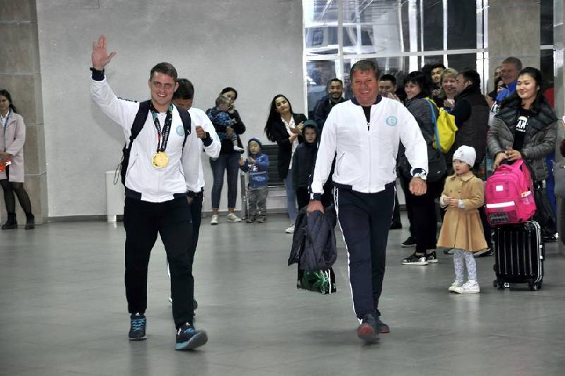 Көкшетаулықтар Азиада чемпионы Дмитрий Алексанинді құшақ жая қарсы алды