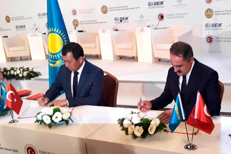 哈萨克斯坦与土耳其签署铁路领域合作协议