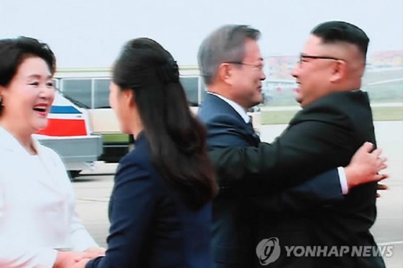 Ким Чен Ын лично встретил президента Южной Кореи в аэропорту Пхеньяна