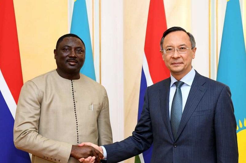 阿布德拉赫曼诺夫会见冈比亚外长坦加拉