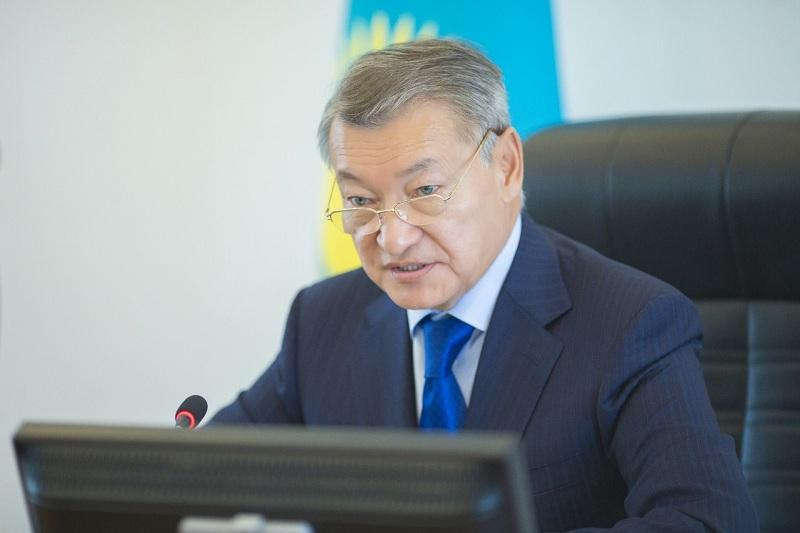 Даниал Аxметов предложил усилить меры по поддержке малообеспеченныx и многодетныx семей ВКО