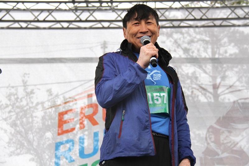 Легендарный марафонец Жыланбаев поделился опытом на фестивале бега в Аксу