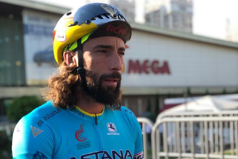 Итальянец покорил колесо обозрения на велосипеде в Алматы