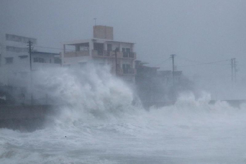 Токиода тайфунға байланысты 900-ден астам әуе рейсі тоқтатылды