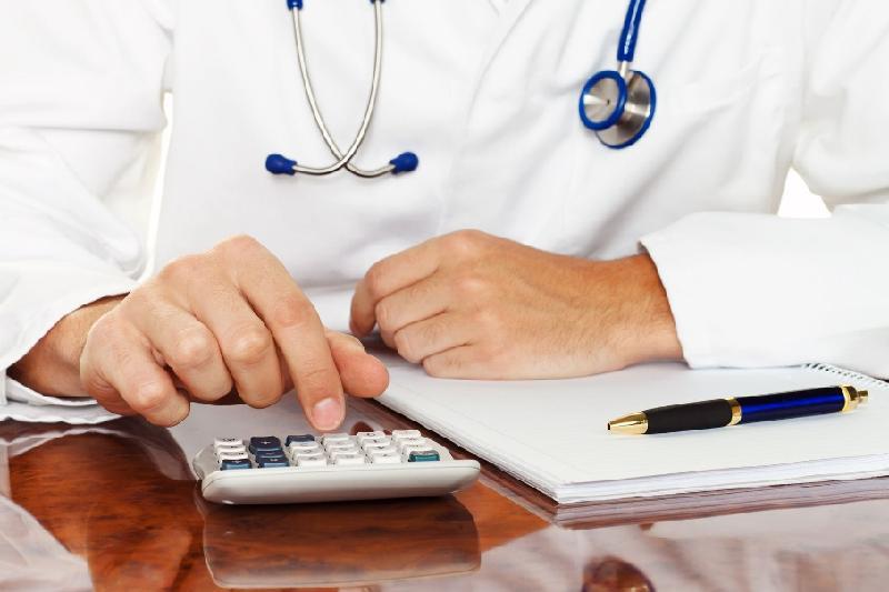 Снижения цен на медуслуги добились прокуроры в Атырау