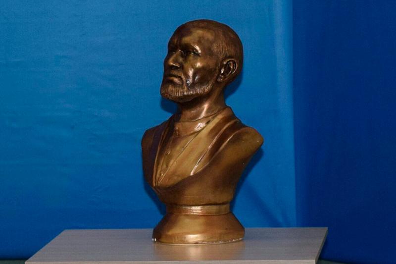 勇士克伊克雕像在其家乡博物馆展出