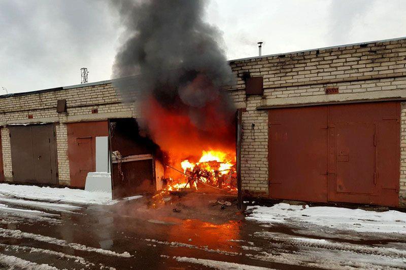 Пожарные спасли хозяина дотла сгоревшего авто в Павлодарской области