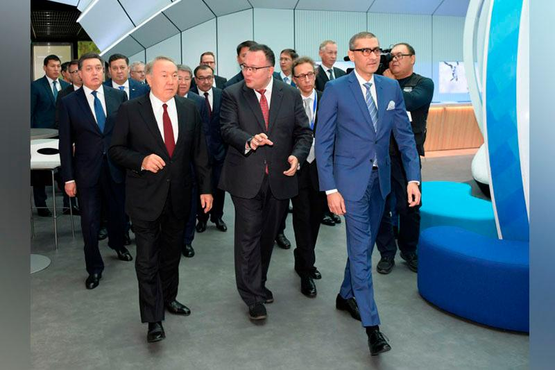 Kazakh President familiarized with 5G potential at Nokia Corp