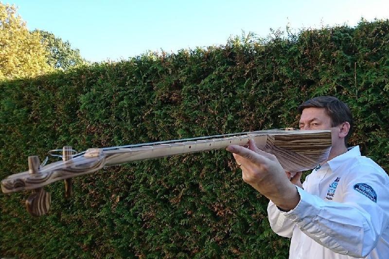 Домбыра жасауға ең ыңғайлы ағашты таптым - германиялық Владимир Готман