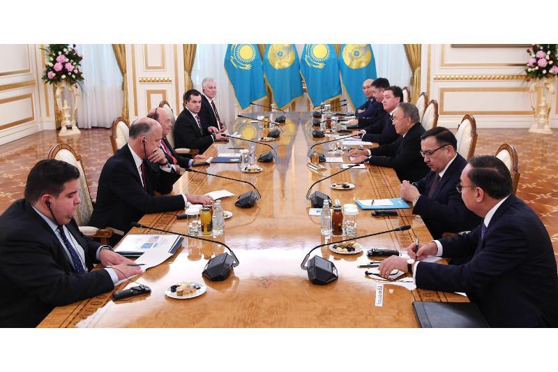 Нұрсұлтан Назарбаев АҚШ-тың Сауда министрі Уилбур Росспен кездесті