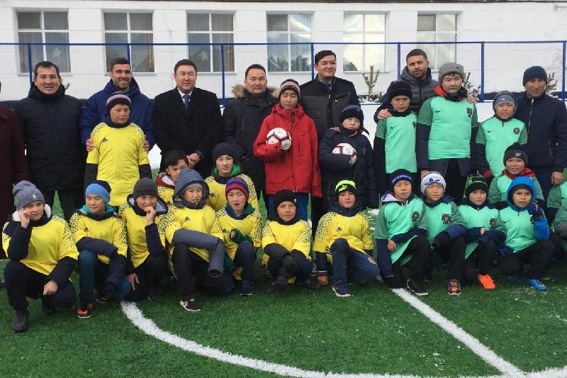 Спортплощадка с футбольным полем и тренажерами появилась в Бурабае
