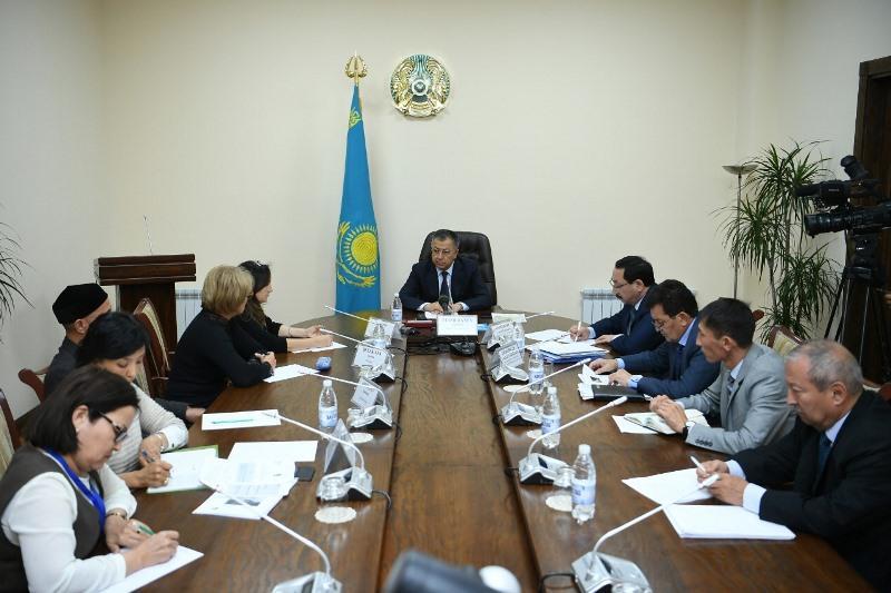 Turkestan rgn governor meets UNESCO delegation