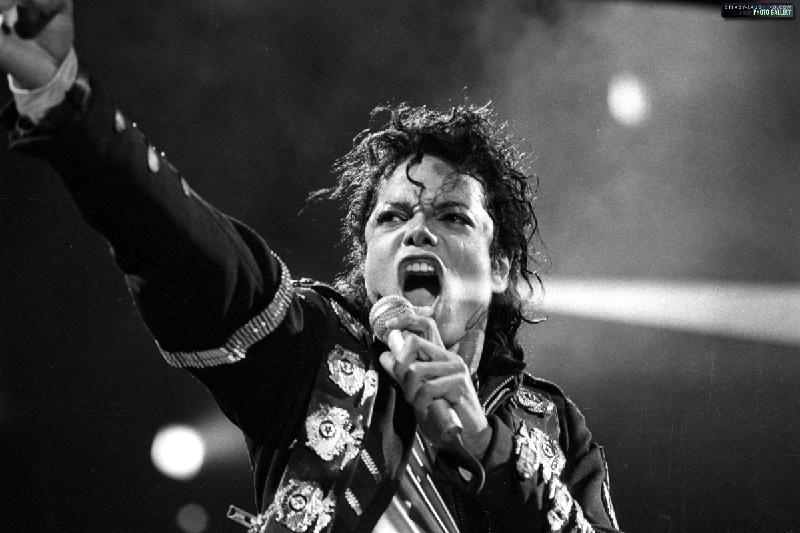 Майкл Джексон өмірден озған танымал тұлғалар рейтингінде көш басында тұр