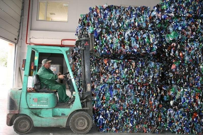 Перерабатывать пластиковые отходы начали в Туркестанской области