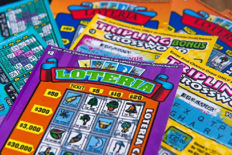 Америкалық азамат бір күнде лотереядан $5 млн, $500 және $100 ұтты
