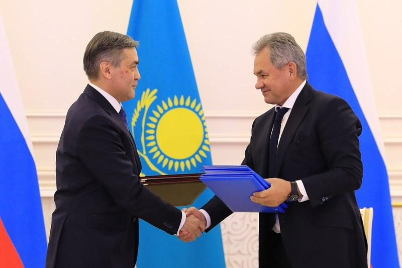 Қазақстанның Қорғаныс министрі Ресей қорғаныс ведомствосының басшысымен кездесті