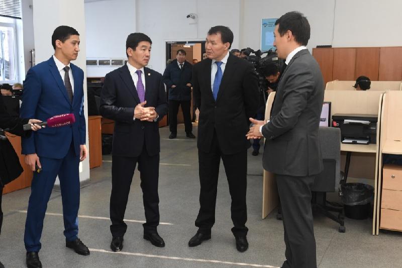 Алику Шпекбаеву продемонстрировали преимущества систем видеофиксации на дорогах Алматы