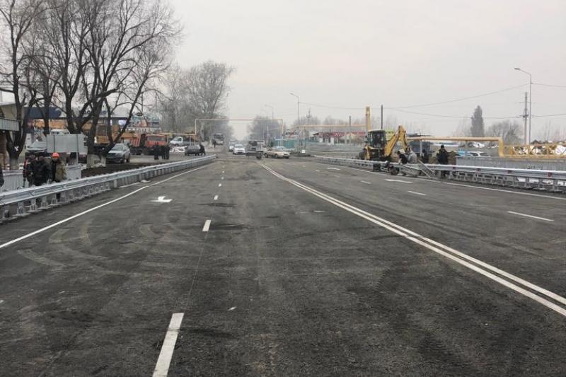 Мост через реку Аксай по улице Жандосова обновили в Алматы
