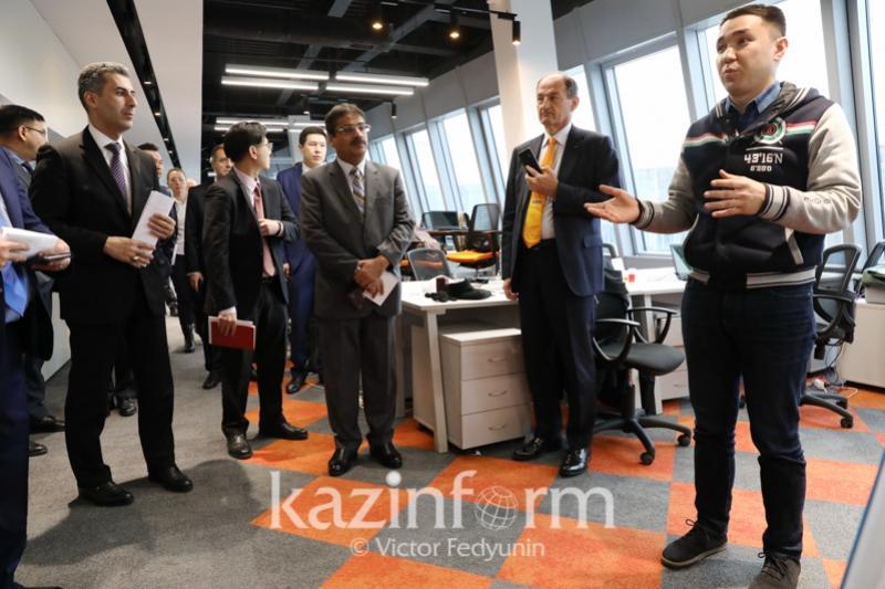 Иностранные дипломаты ознакомились с работой технопарка «Астана Хаб»