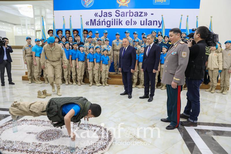 Президент: Защита страны - обязанность всего народа