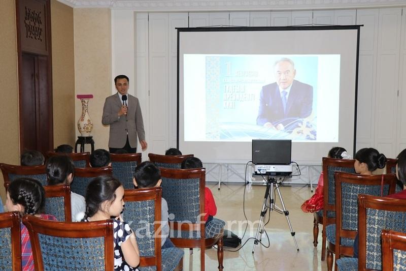 Казахстанские школьники отпраздновали День Первого Президента РК в Пекине