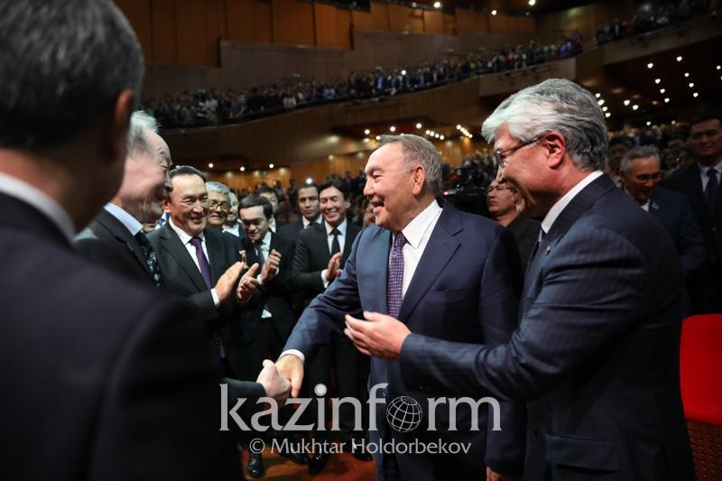 Глава государства поблагодарил актеров и авторов фильма «Путь Лидера. Астана»