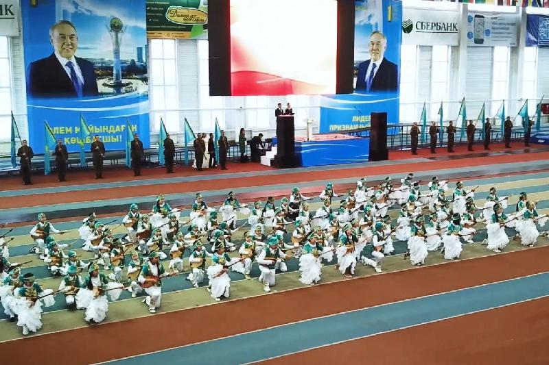 Тысячи молодых устькаменогорцев выразили благодарность Главе государства