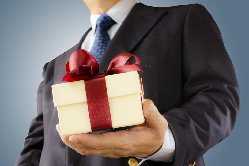 Более 40 подарков сдали в спецфонд госслужащие Алматинской области