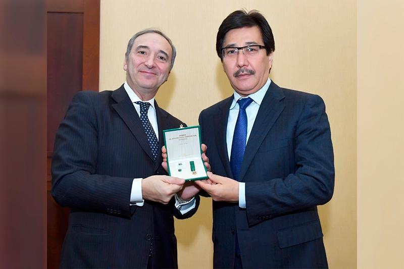 阿尔法拉比大学校长荣获意大利国家勋章