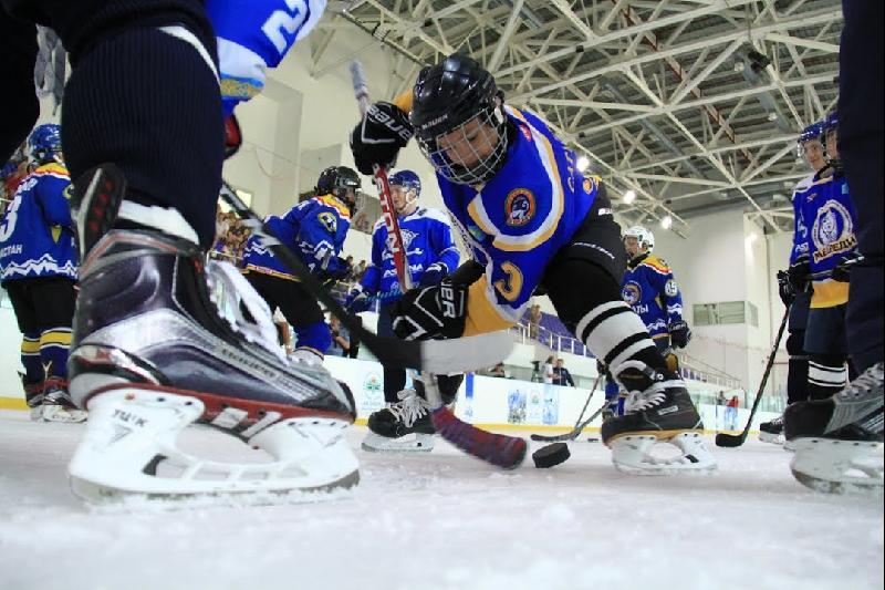 加拿大计划对哈萨克斯坦儿童冰球运动发展提供支持