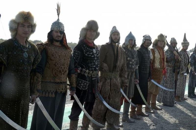 Настоящий фурор производят за рубежом казахские батыры в костюмах степных воинов