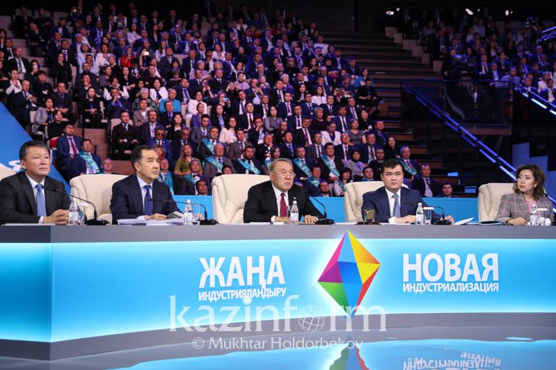 Нурсултан Назарбаев запустил движение на участке автодорожного коридора в Россию и Восточную Европу