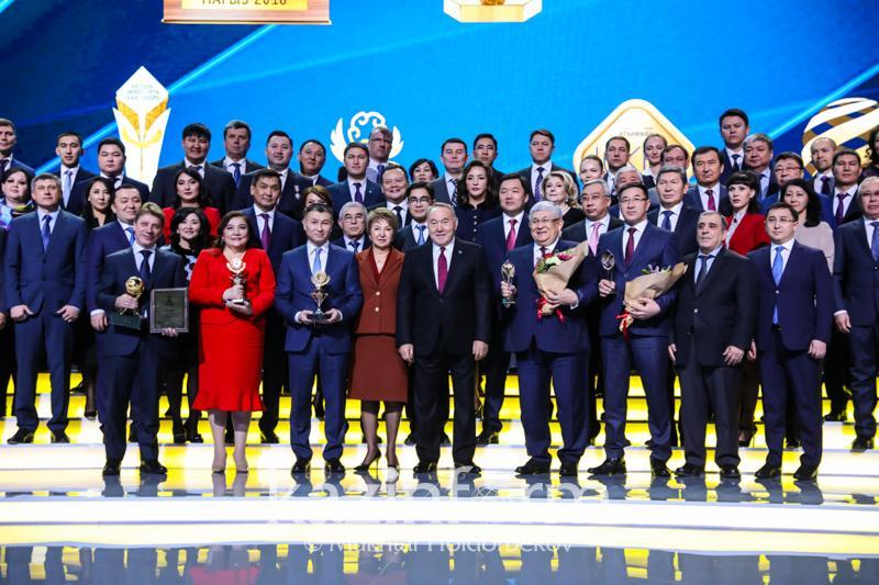 Нурсултан Назарбаев вручил бизнесменам премии «Алтын сапа» и «Парыз»