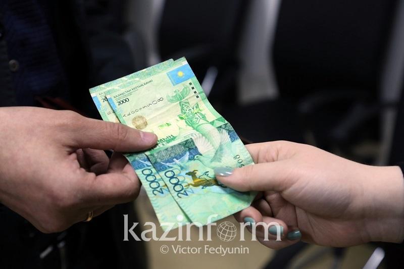 В Усть-Каменогорске осуждены два чиновника за взятки