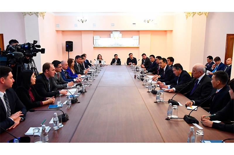 Kazakh PM, young scientists debate science development prospects