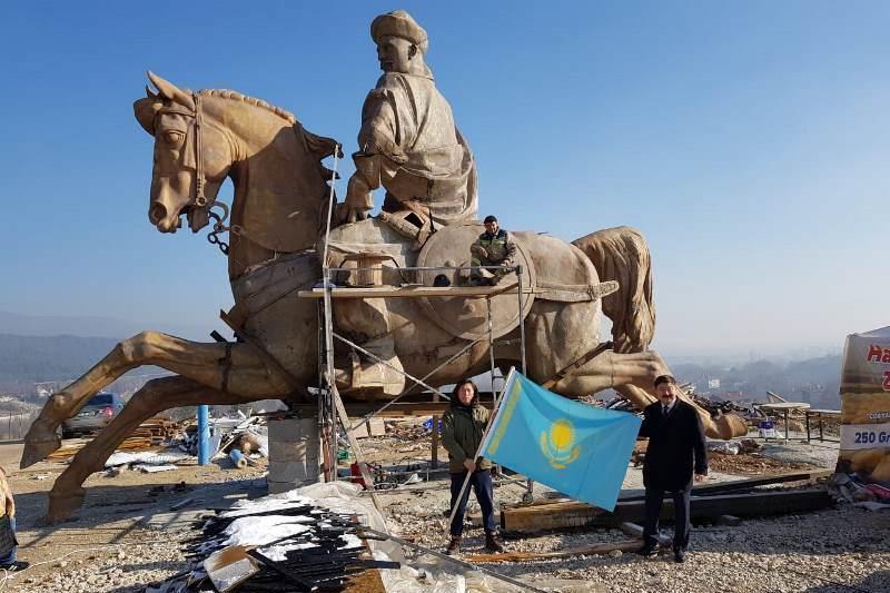 Koroghlu Monument by Kazakh sculptor installed in Turkey