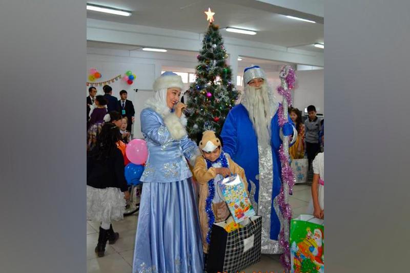 Посетители ЦОН Туркестанской области исполнили новогодние желания детей