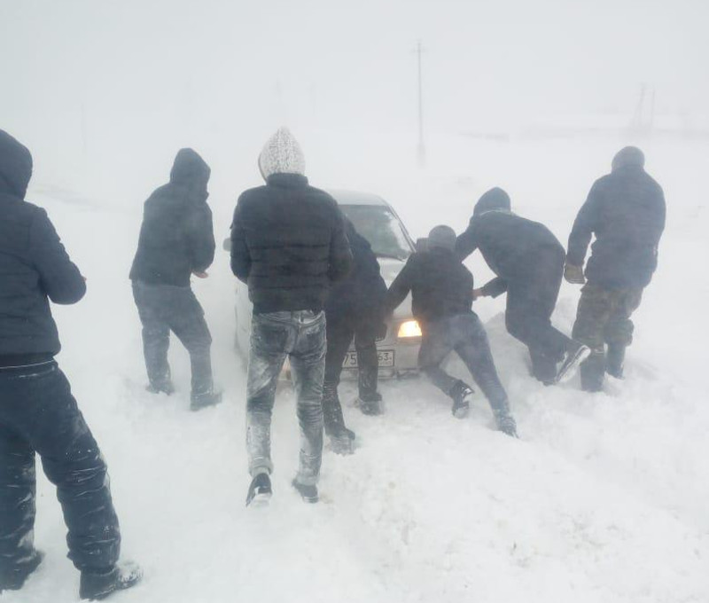 People in nearly 80 snow-trapped cars rescued in W Kazakhstan
