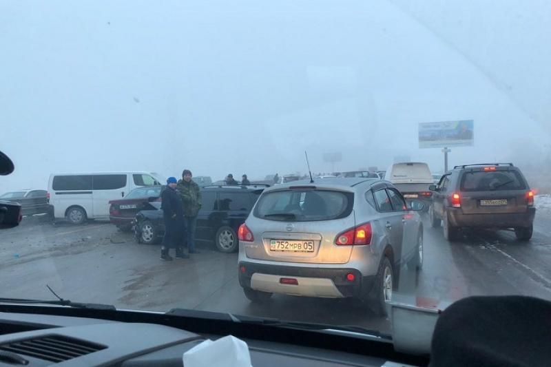 阿拉木图-卡普恰盖干道发生连环交通事故  已致5人受伤