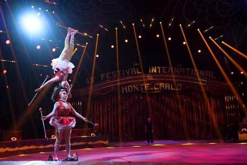 Артисткам цирка Астаны вручен спецприз престижного фестиваля в Монте-Карло