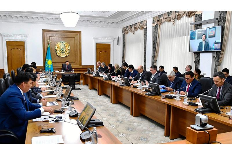 Kazakh PM, world-class experts discuss digitalization development in innovation ecosystem