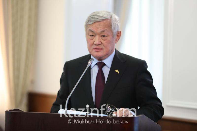 Berdibek Saparbaev kópbalaly otbasylarǵa jer telimin berýdi usyndy