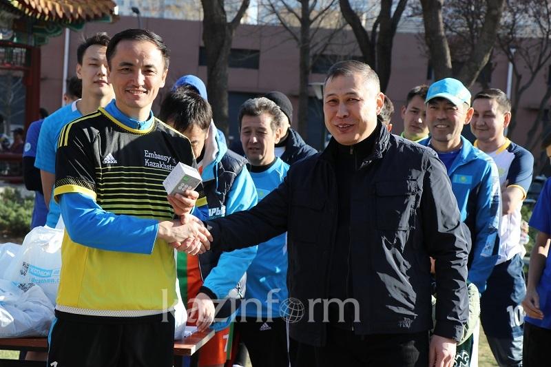 Турнир по футболу и «тұсау кесер» провели в Пекине на Наурыз