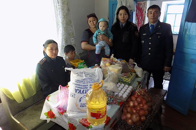 #ДелайДобро: в ВКО малообеспеченным семьям участковые помогли встретить Наурыз