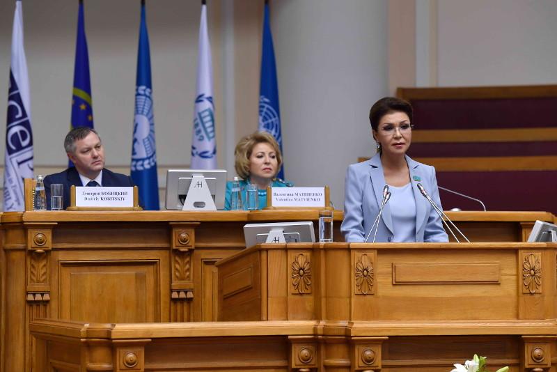 达丽哈•纳扎尔巴耶娃:妇女儿童和老人是恐怖主义首当其冲的受害者