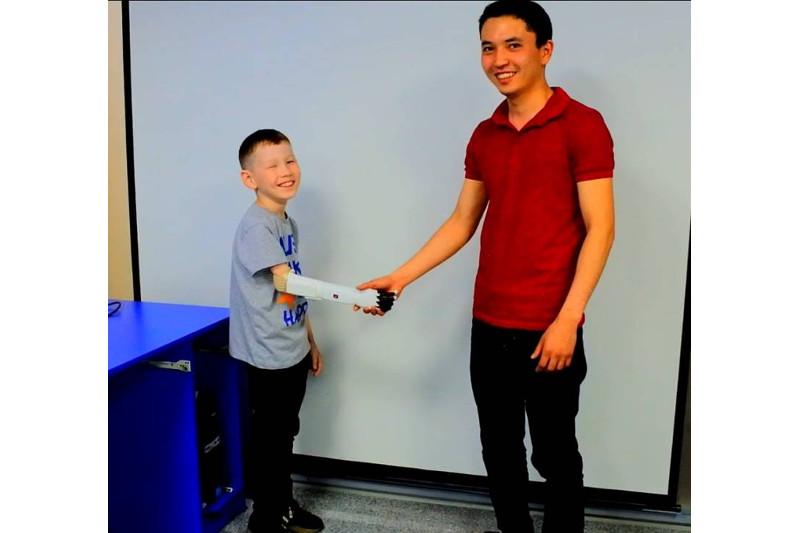 100 новых лиц: инженер разработал первый в Казахстане бионический протез руки