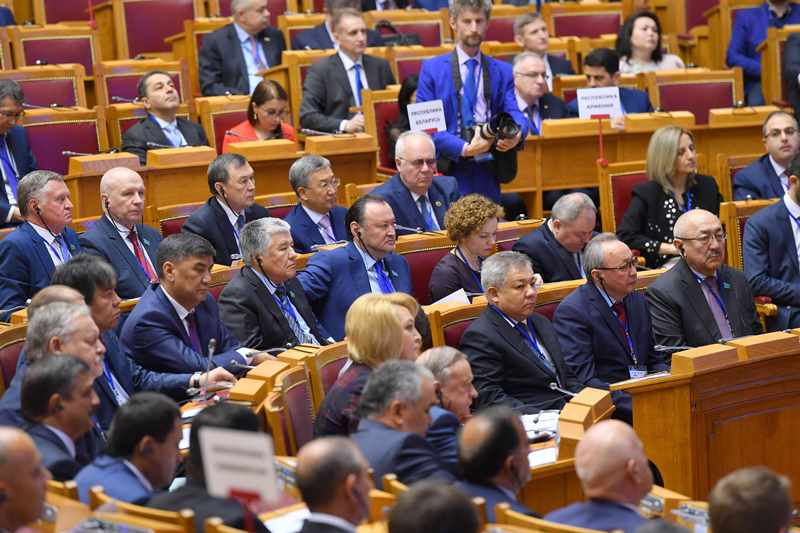 参议院议长出席独联体成员国议会大会第49届全体会议