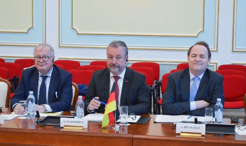 Казахстан предложил Германии упростить визовый режим для граждан РК