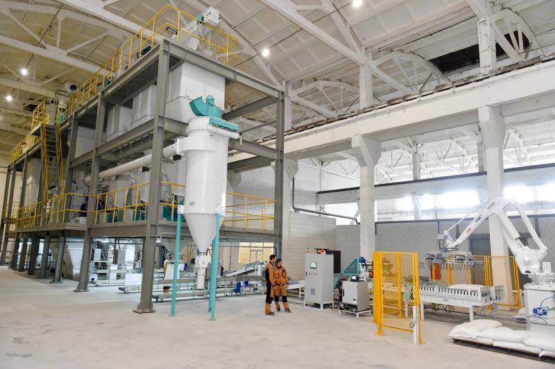 Роботизированный завод по производству комбикормов открыли в СКО