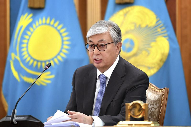 总统宣布暂停组建新的国有企业
